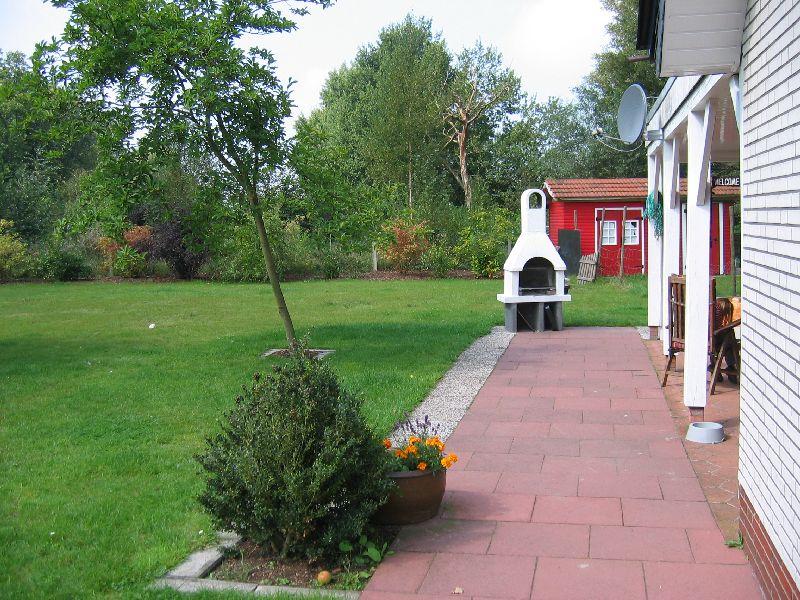 Das Ferienhaus - Garten rechts