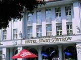 hotelstadtguestrow_eingang.jpg